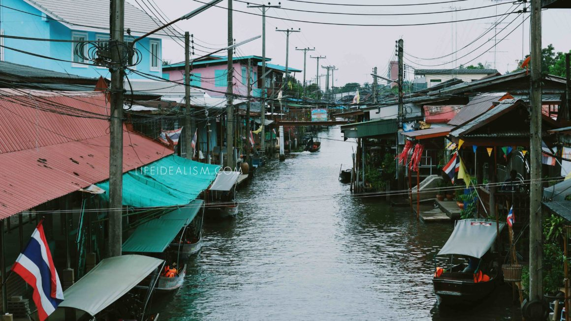 Damnoen Saduak, This entire market in Thailand is floating!