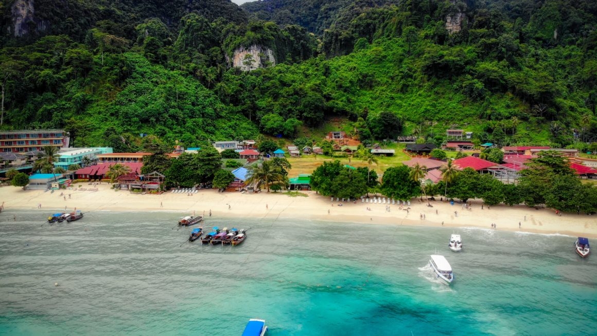 Tourist Destination without any Hotel? Phi Phi Island!