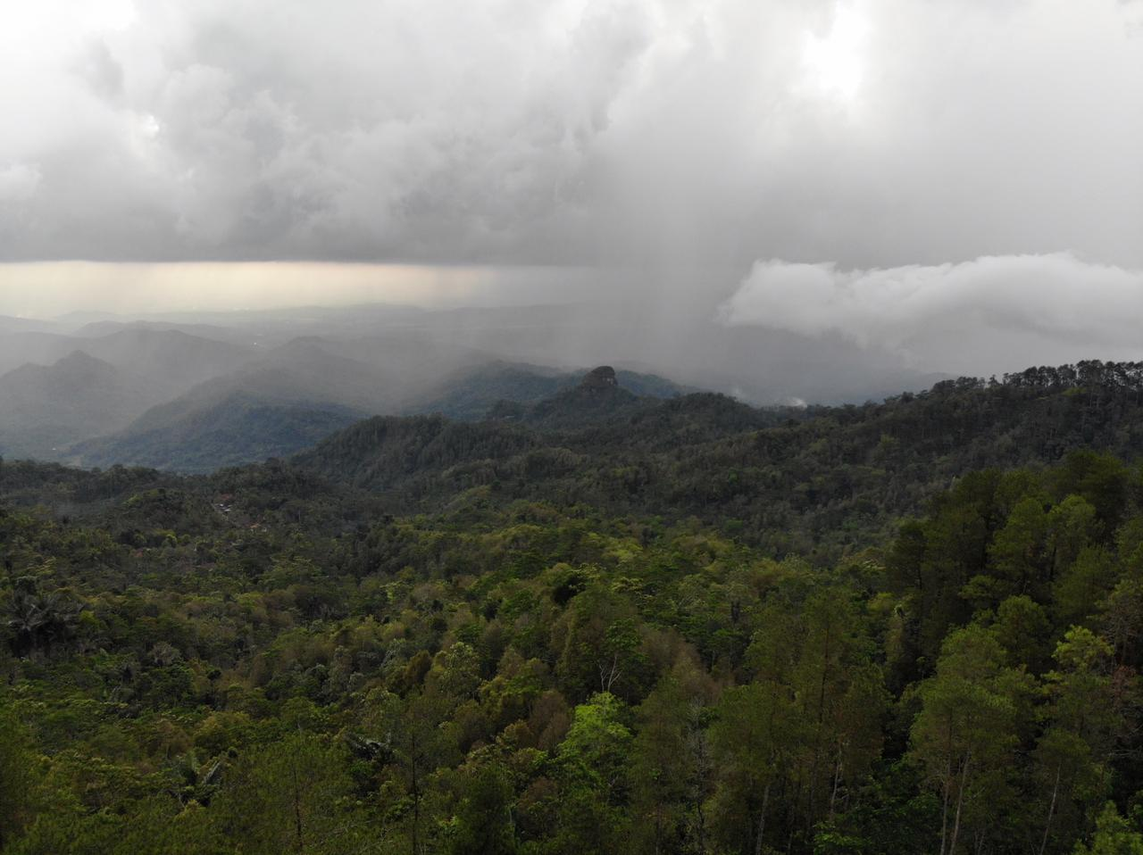 The view from the top of Mount Kunir