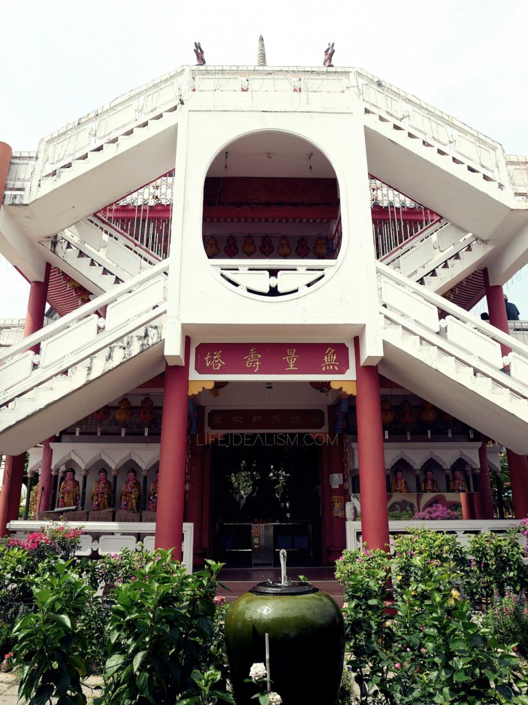 White and Red dominated the Sophisticated Architecture of Kek Lok Si Temple